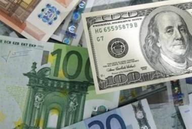 الدولار-أمام-العملات-أرشيفية-380x255