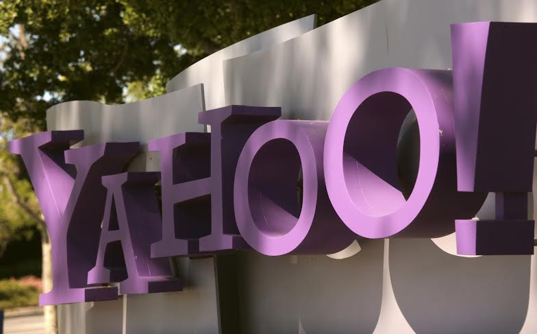 The Yahoo logo is shown at the company's headquarters in Sunnyvale, California April 16, 2013. The company will release its quarterly results on Tuesday. REUTERS/Robert Galbraith (UNITED STATES - Tags: BUSINESS)