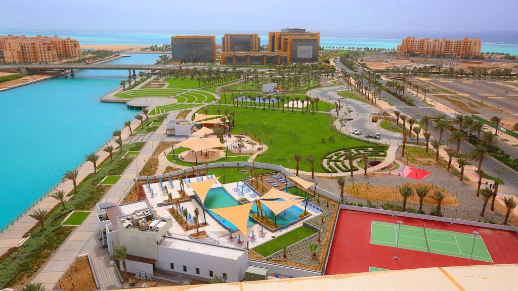 حي البيلسان ويظهر في الخلف مجمع الأعمال مع أبراج الشاطيء والمارينا