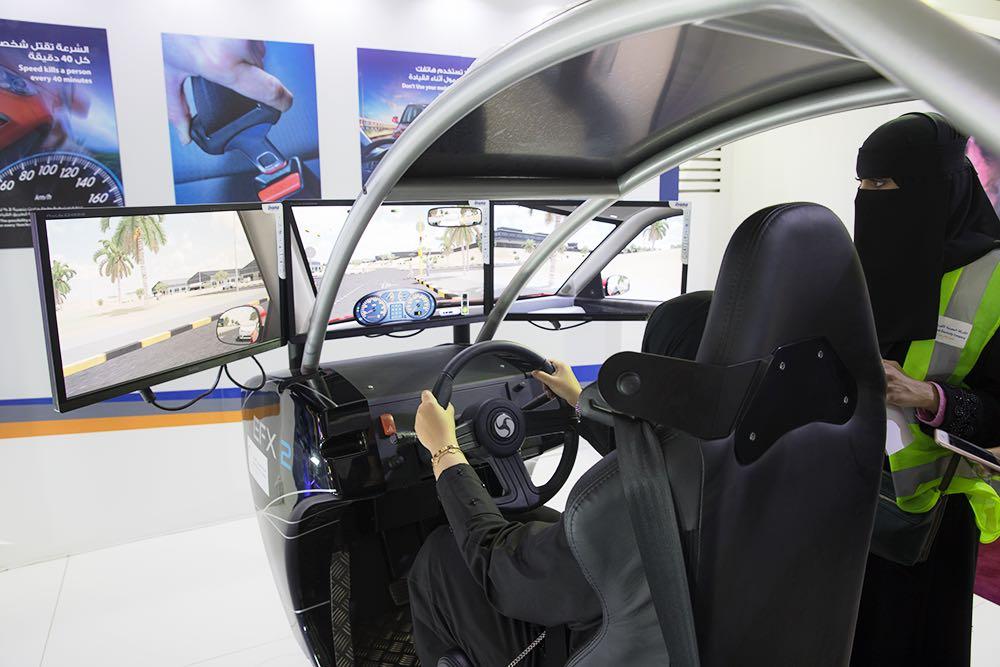 خيمة الكهرباء أتاحت للسيدات تجربة القيادة الوقائية