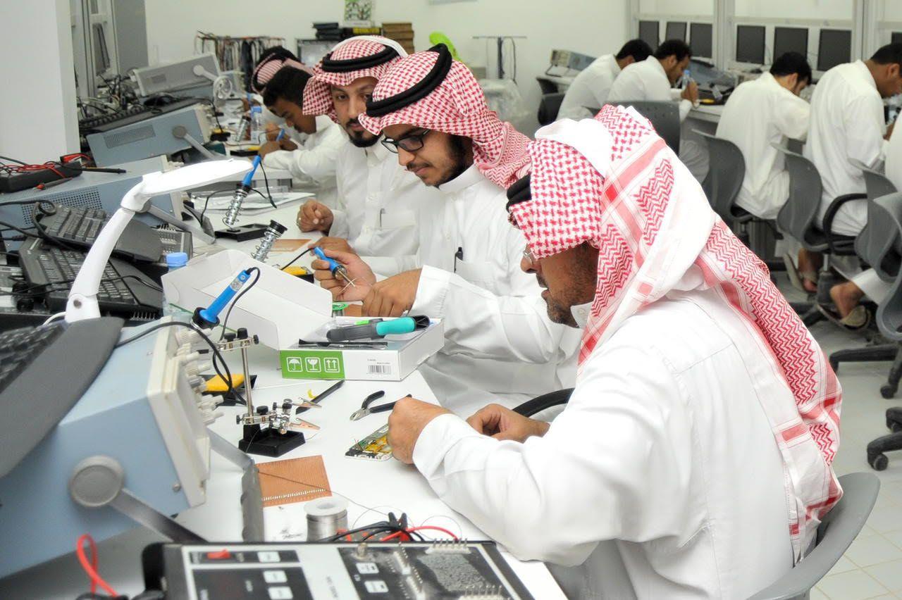 الرياض-ومكة-والشرقية-الأكثر-إقبالاً-على-برامج-صيانة-الجوالات