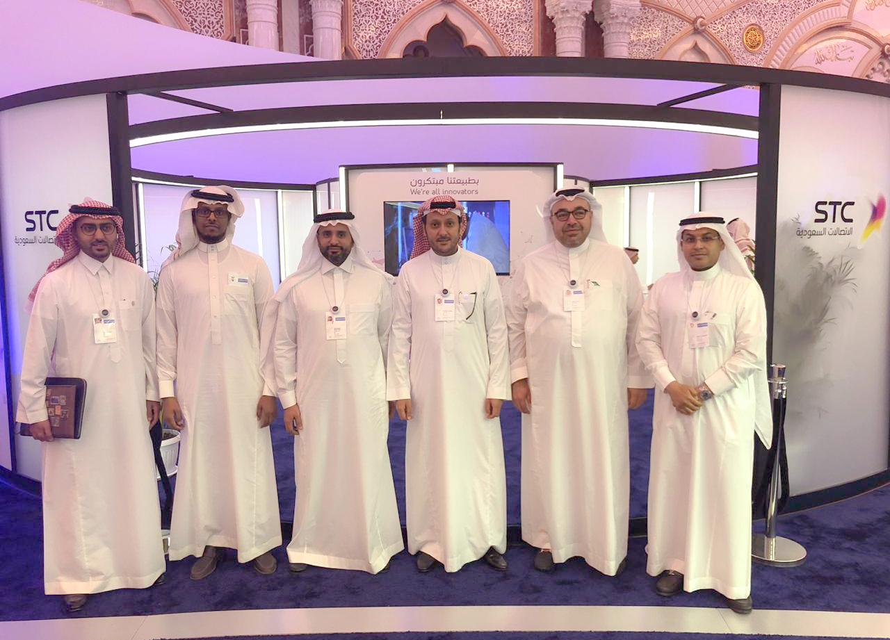 صورة جماعية لقيادات في الشركة