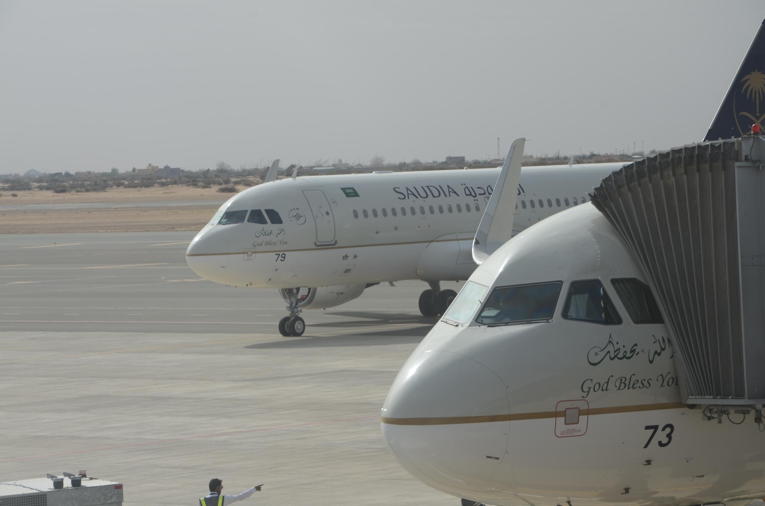 طائرة الخطوط السعودية كما بدت اليوم بمطار نجران