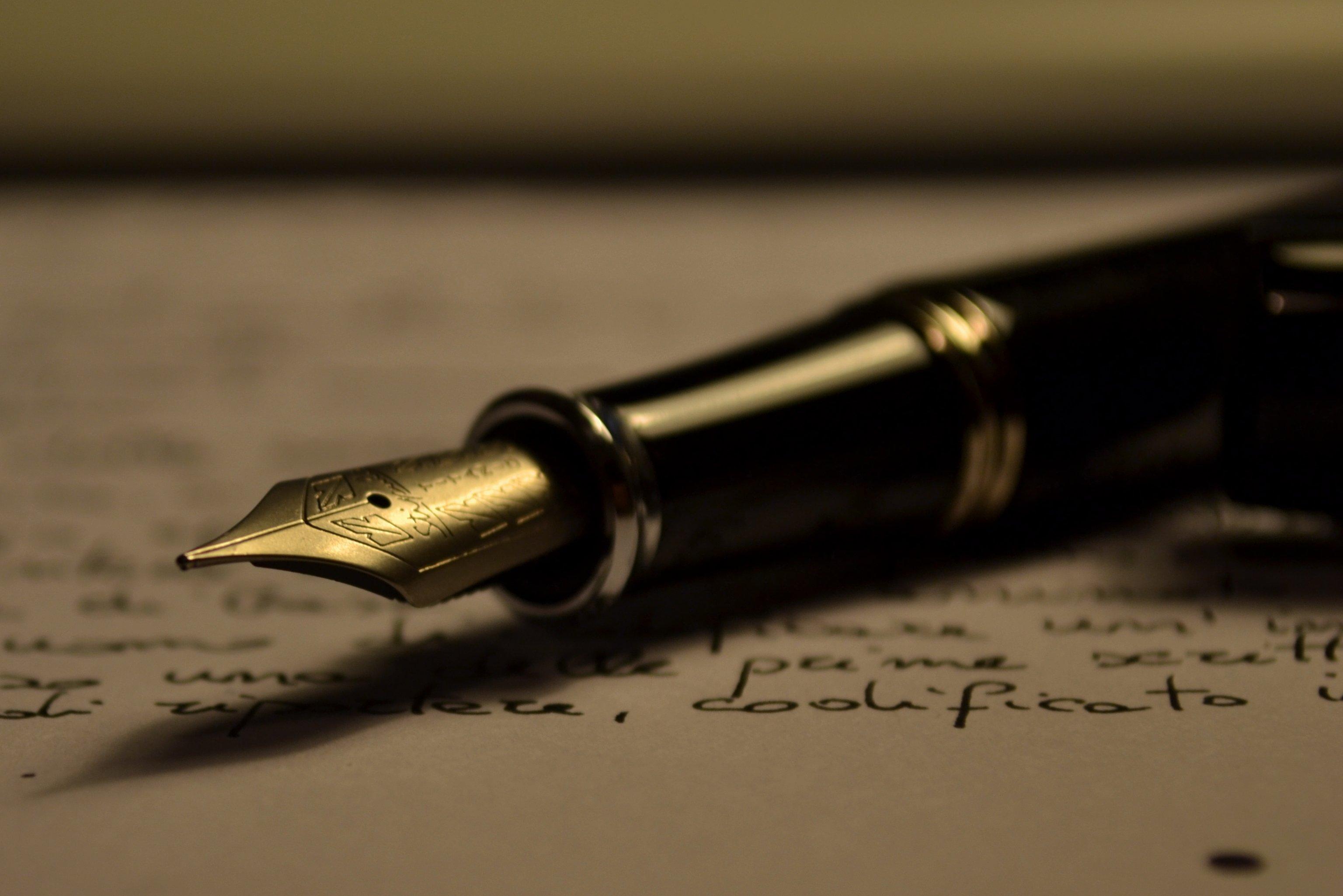 الكاتب