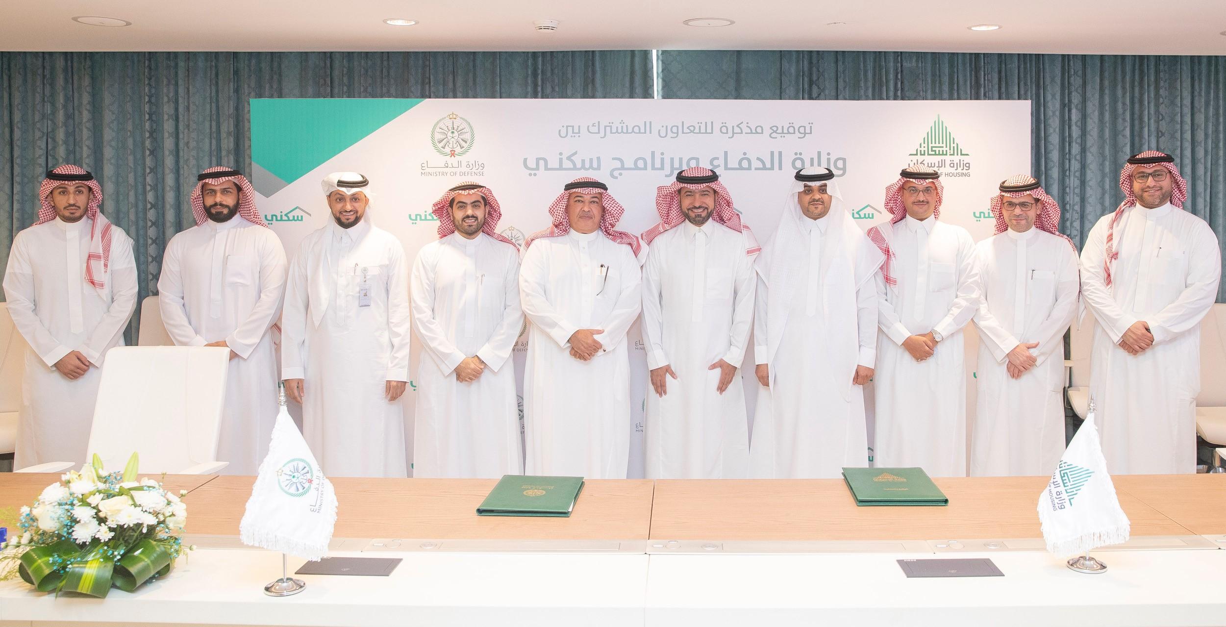 الصورة الجماعية لتوقيع الاتفاقية