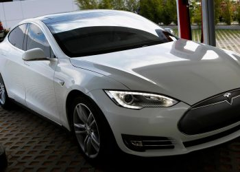 A Tesla Motors Inc. Model S vehicle is charged at company's design studio in Hawthorne, California, U.S., on Wednesday, July 31, 2013. The Tesla Model S led sales in the plug-in hybrid electric and electric vehicle market segments with an estimated 23.7% of the segments and 3.6% of the entire hybrid market. Photographer: Patrick T. Fallon/Bloomberg via Getty Images